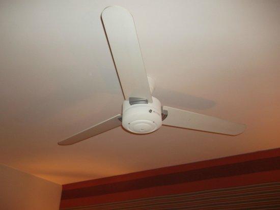 Mercure Deauville Centre : Le ventilateur plafonnier