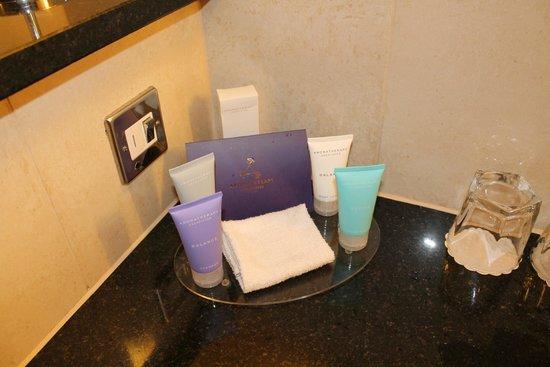 The Quay Hotel & Spa: Free Aromatherapy Associates toiletries!