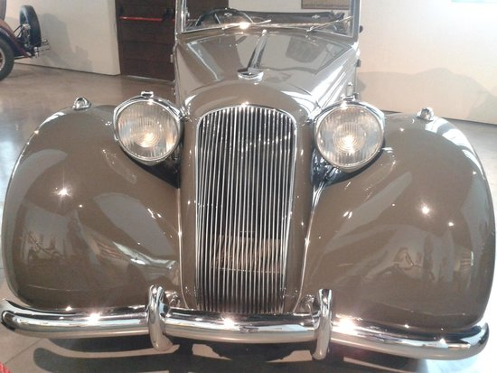 Automobile and Fashion Museum : 1