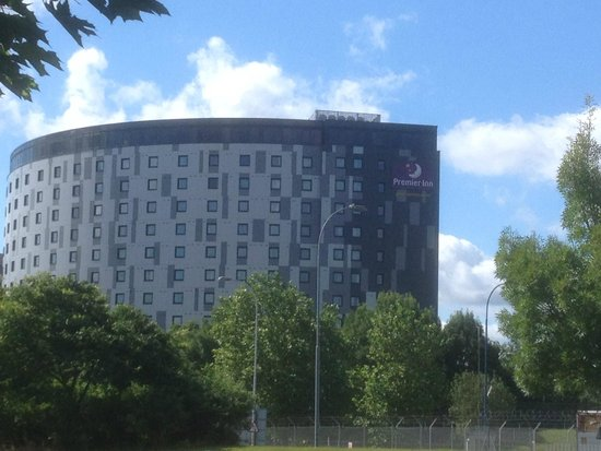 Premier Inn London Gatwick Airport (A23 Airport Way) Hotel : Premier Inn across the road