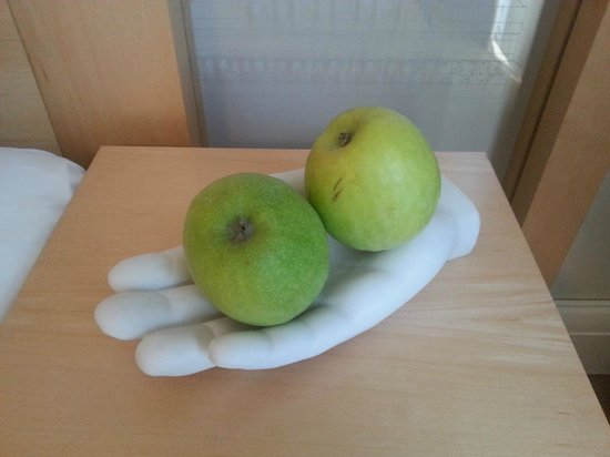Le Meridien Vienna: Daily fresh apples in the room just for you