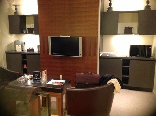 Milan Suite Hotel: tv coffe and microwave