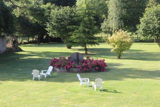 Domaine de la Ranconniere et de Mathan : Le jardin vu de la chambre
