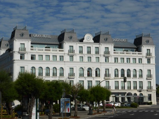 Gran Hotel Sardinero: Front view of Hotel