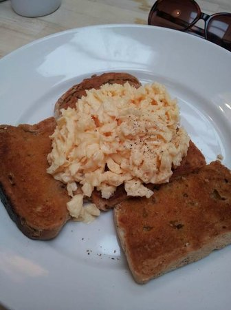 Baileys 2 - Coffee and Tearooms: Scrambled eggs with homemade granary toast