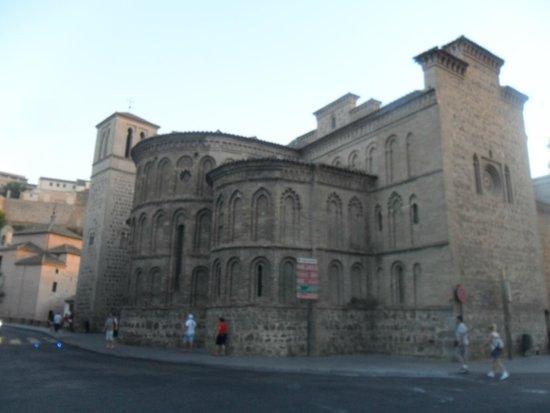 El Hostal Puerta Bisagra : iglesia de santiago