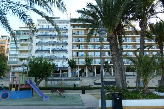 Hotel Montemar: El hotel desde el Parque Elche