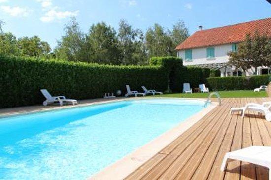 Auberge de la Tomette : piscine