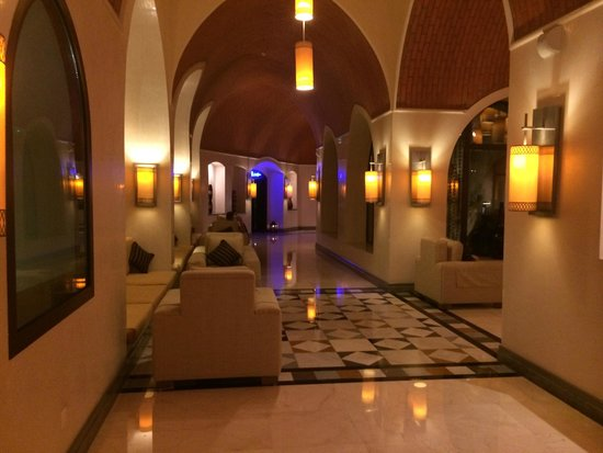Cove Rotana Resort Ras Al Khaimah: Hotel Lobby