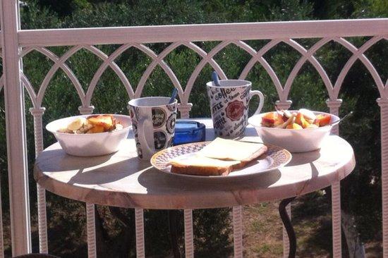 Canditas Studios: Frukost på balkongen