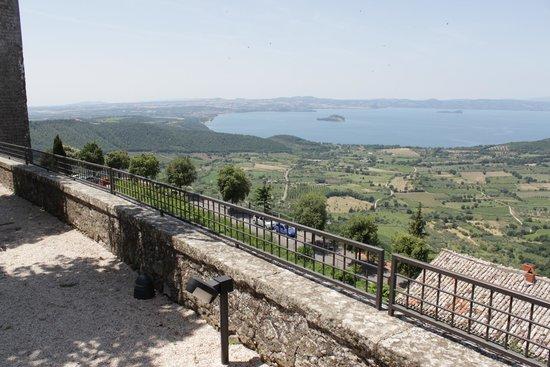 Rocca dei Papi : Vista del lago di Bolsena