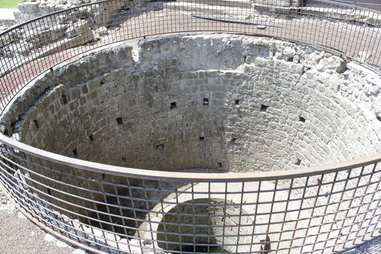 Rocca dei Papi : Pozzo all'interno della rocca