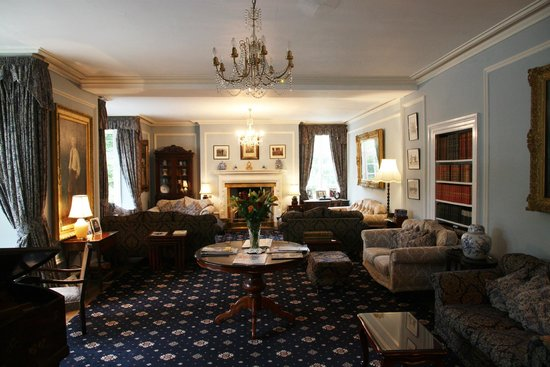 Plas Dinas Country House: The Drawing Room