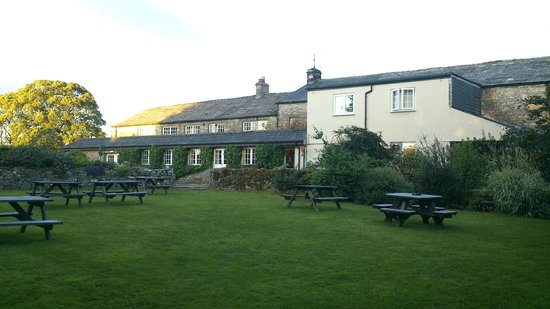 Fat Lamb Country Inn and Restaurant: Rear of Inn & terrace