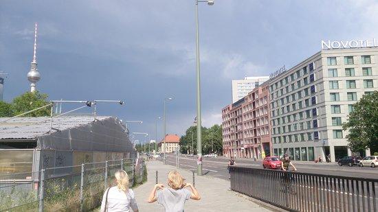 Novotel Berlin Mitte : rechts Hotel,links Fernsehturm!!!