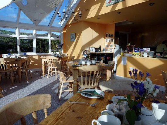 Isles of Scilly Country Guesthouse: Bright and airy dining rrom