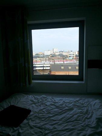 Wakeup Copenhagen Carsten Niebuhrs Gade : The window of the room 2nd floor (right in front of the elevator)