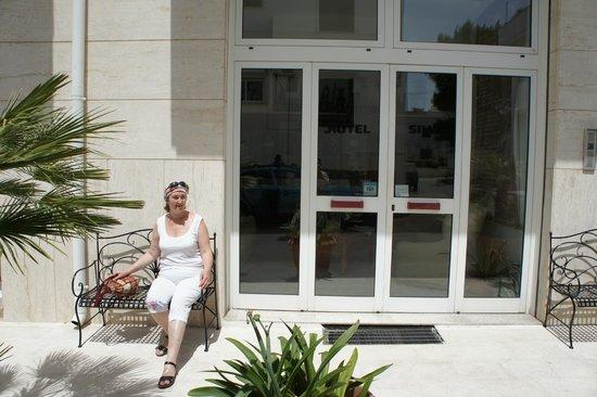 Hotel Silva : У входа.