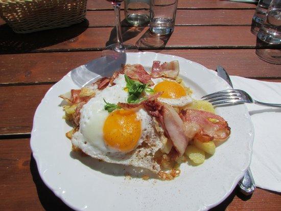 Seceda Curona: Piatto uova,patate e speck