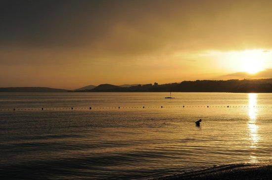 Le Meridien Lav Split: Sunset at he hotel beach 1