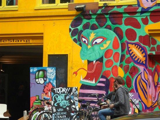 SANDEMANs NEW Europe - Amsterdam : Vale a pena conhecer esse centro cultural...faz parte do passeio!