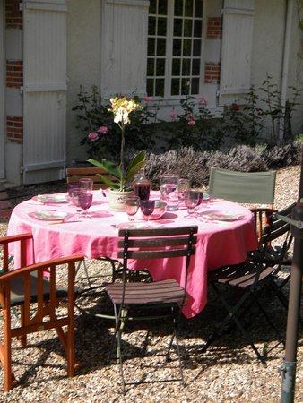 LE PETIT EBAT : breakfast  en terrasse