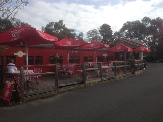Tyabb, Australien: Red Rattler Carriage Cafe.Cosy private cabins seating 2-4 people. Outdoor seating as well.