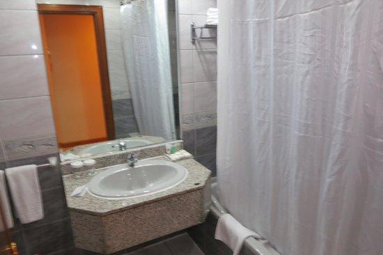 Avenue Hotel: Bathroom
