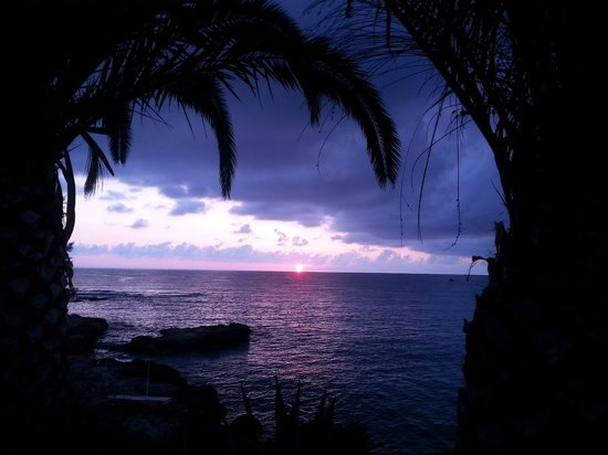 Hersonissos Maris Hotel and Suites: Dawn from the hotel
