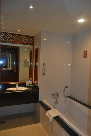 The Imperial River House Resort: Baño