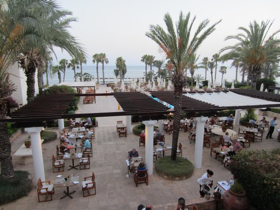 The Annabelle : Buffet restaurant outside seating.