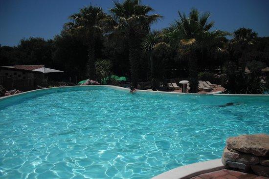 Piscine picture of pertamina village u farniente - Camping bonifacio piscine ...