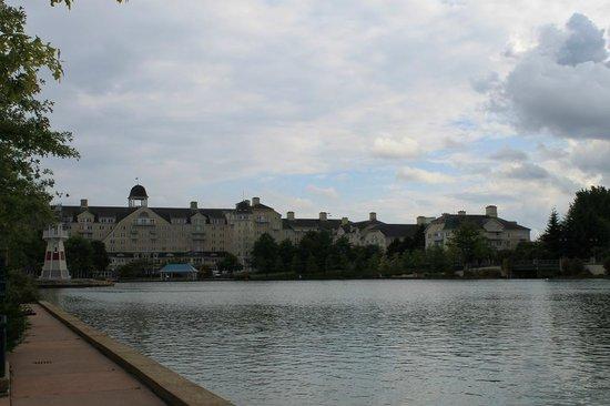 Disney's Newport Bay Club : Hotel view