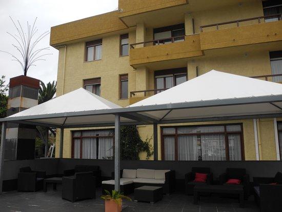 Hotel Arillo: Zona Relax en la piscina