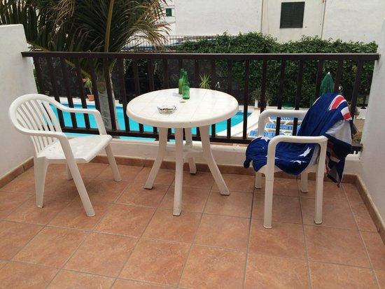 Las Lilas Apartments: Balcon