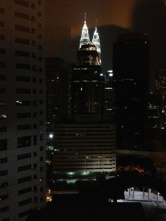 PARKROYAL Serviced Suites Kuala Lumpur : Twin Tower View