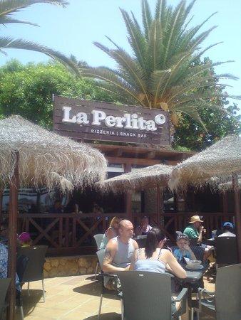 Snack Bar La Perlita: outdoor seating area