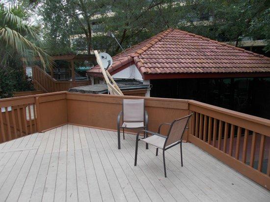 Allure Resort International Drive Orlando: Dumped old equipment