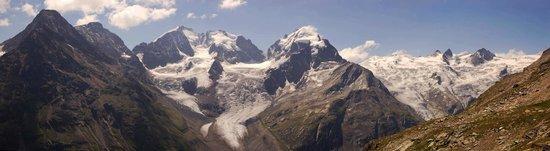 Mount Corvatsch: Panorama zum Piz Bernina, Piz Roseg und zur Sella