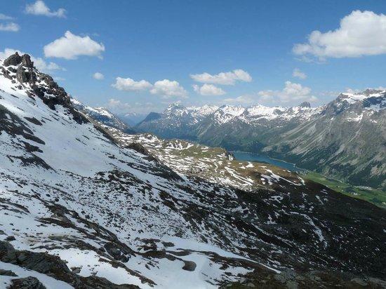 Mount Corvatsch : Blick Richtung Maloja im Frühsommer