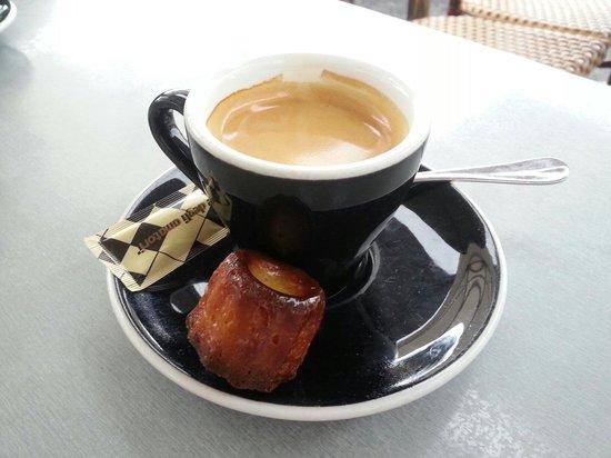 Le V: Bon café et super cannelé