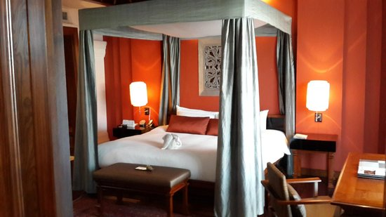 Ratilanna Riverside Spa Resort Chiang Mai: Master bed, extremely comfortable