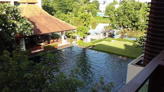 Ratilanna Riverside Spa Resort Chiang Mai: Pool and river view