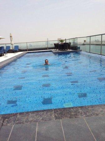 Park Regis Kris Kin Hotel: pool area