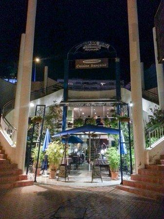 Le Parasol Bleu: Outside of the restaurant