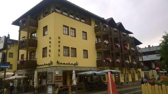 Hotel Touring: Vista esterna.