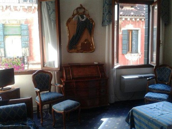 Locanda Canal: Our lovely room.