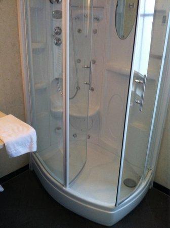 Hotel Touring: La doccia!