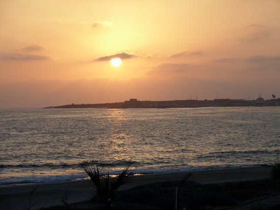 Suite48 Grill & Lounge Bar: Sunset over Paphos Harbour