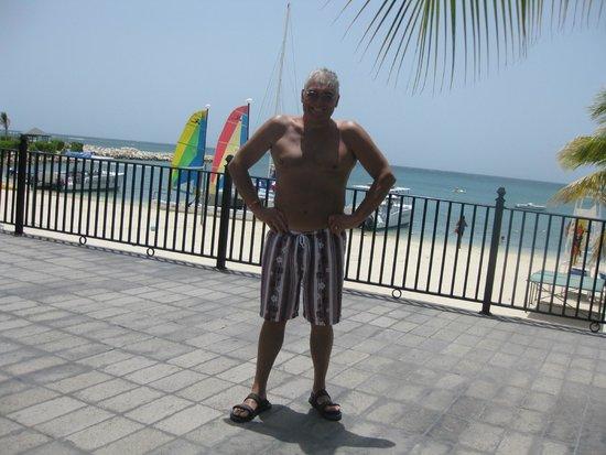 Hotel Riu Montego Bay : Beach Veranda Next to the Pool Bar
